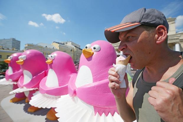 «Московское мороженое»: Двухметровые пингвины ибелые медведи вцентре города