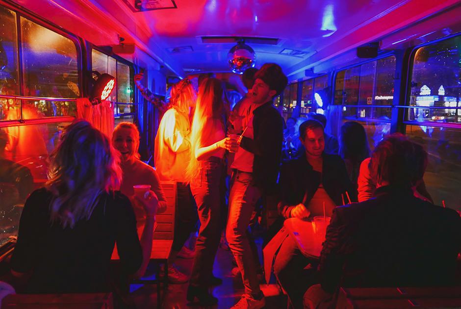 Как прошла трамвайная вечеринка Village People «Золотое кольцо»