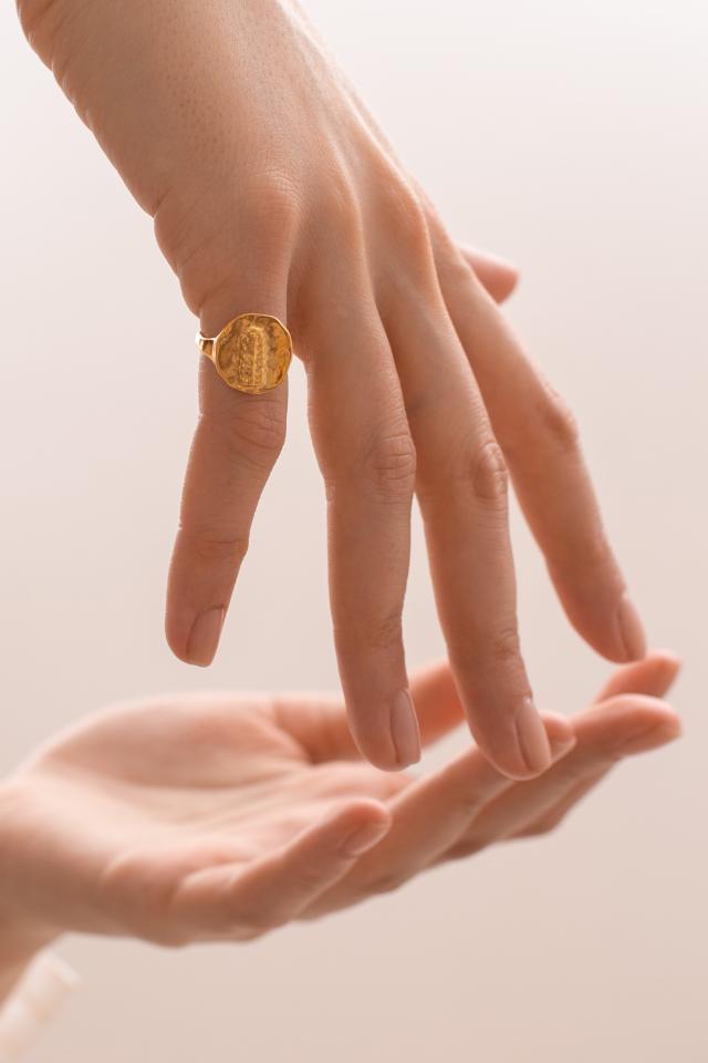 Кольцо сдревней монеткой отПушкинского музея имарки Mythos