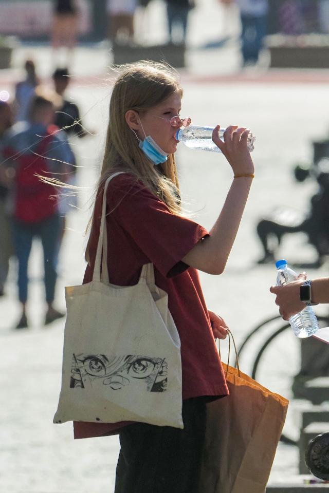 Сколько россиян переносят аномальную жару без последствий