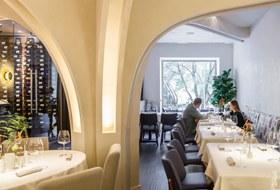 Обаятельный минимализм: Камерный ресторан Alice на Патриках