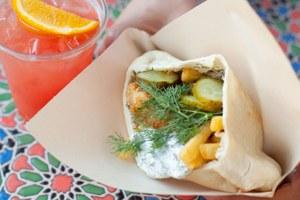 Тель-авивский стритфуд Yasha, японское барбекю наверанде Ra'men, бургер-боулы Burger Heroes ичикен-пикник сFood Rec.