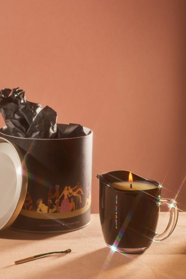 Массажная свеча ссекс-позитивными иллюстрациями отWindsor's Soap и«Открытых»