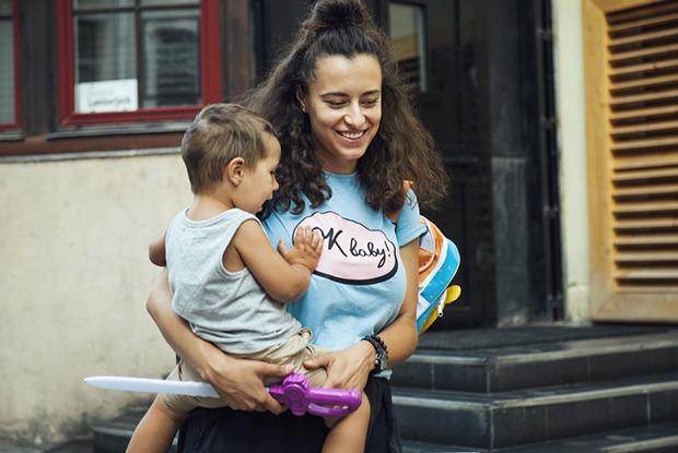 «Самое сложное — уходить отребенка на работу»: Катя Осовцова—о том, как вести бизнес и быть мамой