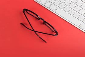 Работать за компьютером вспециальных очках