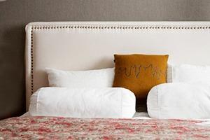 Как изголовье кровати может изменить внешний вид спальни