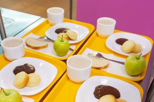 Без чипсов и газировки: Как привить ребенку привычку питаться правильно