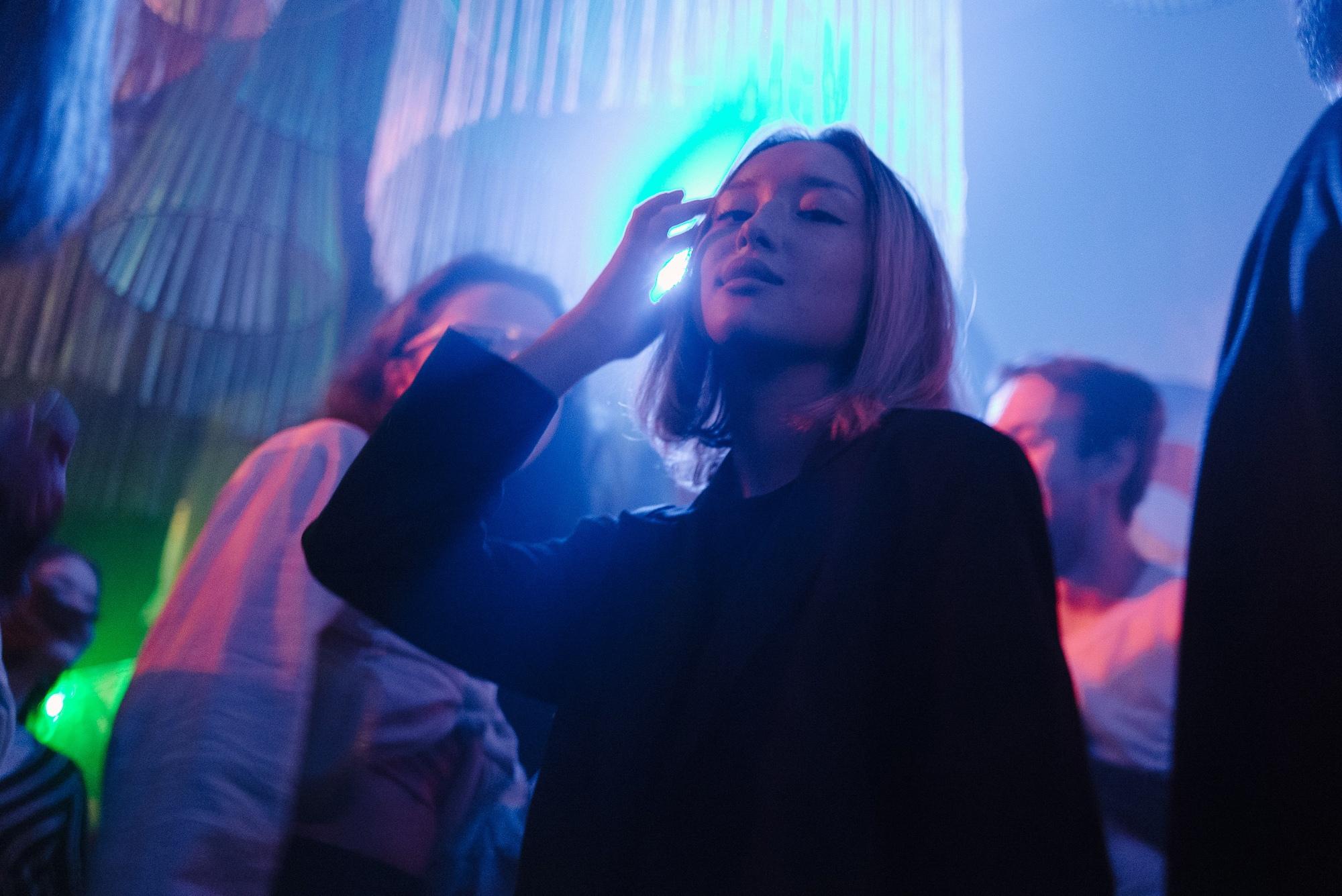 Русский вечер слотереей в«Самоцвете» исеты швейцарского художника в«Мелодии»