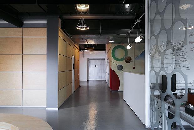 Спортивные комнаты, душевые и графика Кандинского в офисе НПО автоматики в «Пентагоне» на Малышева