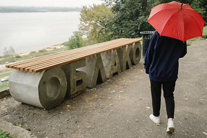 Скамейка могла подрасти: история одного арт-объекта как индикатор городских перемен