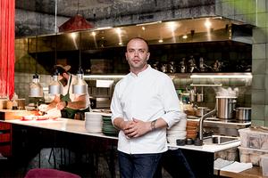 Яркий вкус за 7 минут: Непубличный шеф-повар «Горожан» — о технологичной кухне и работе без запасов
