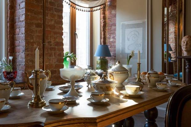 Квартира с антикварной мебелью и альфрейными росписями начала ХХвека