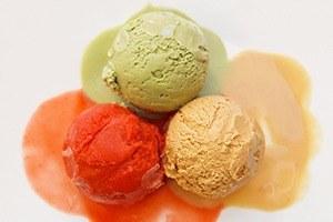 Рецепты шефов: Мороженое счаем матча, с малиной исмоцареллой и базиликом
