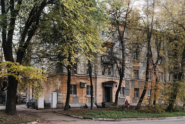 Я живу в сталинке на пересечении Ошарской и Генкиной
