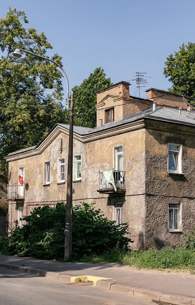 Отжилмассива сталинок доЛитераторских мостков: Гуляем поВолковой деревне