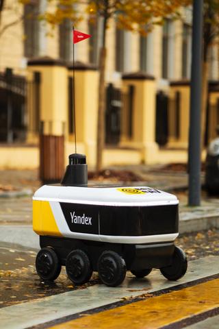 Робот-беспилотник начал доставлять заказы из«Яндекс.Еды»