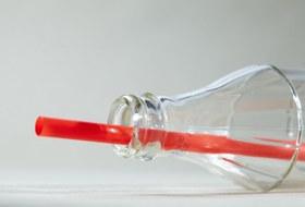 Отказаться от пластиковых соломинок
