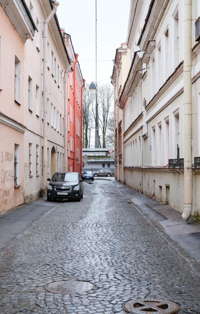 «Двуликий Янус»: История самой узкой улицы Петербурга