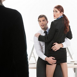 Секс на рабочем столе: 4 истории о влиянии порно на бизнес