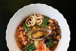 Корейский суп тямпон