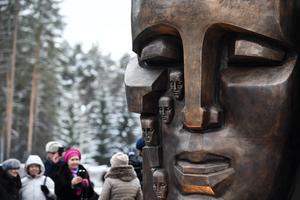 «Жертвы утопии»: Что говорил о памятнике «Маски скорби» под Екатеринбургом его автор
