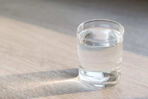 «Я понял, что кофе — моясигарета»: Каково это — пить только воду?