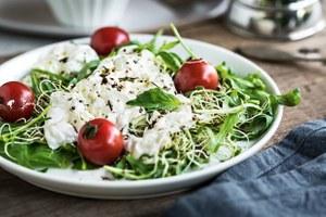 3рецепта салатов наосень — двапростых иодин сложный