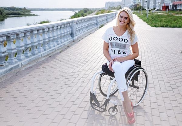 «Я модель на коляске»
