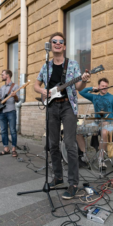 В ГУ МВД объяснили, почему в Петербурге массово задерживают уличных музыкантов