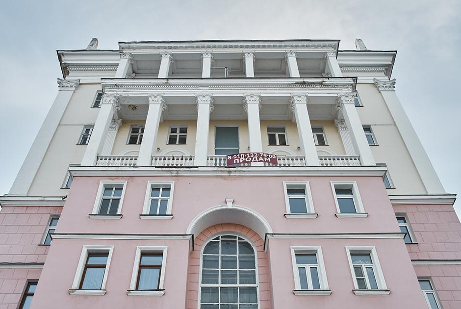 Дом железнодорожников на Верхневолжской набережной