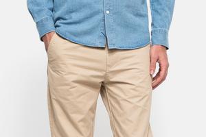 7 пар светлых мужских брюк