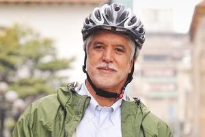 Энрике Пеньялоса: «Спускаться подземлю, чтобы перейти улицу, — этоужасно»