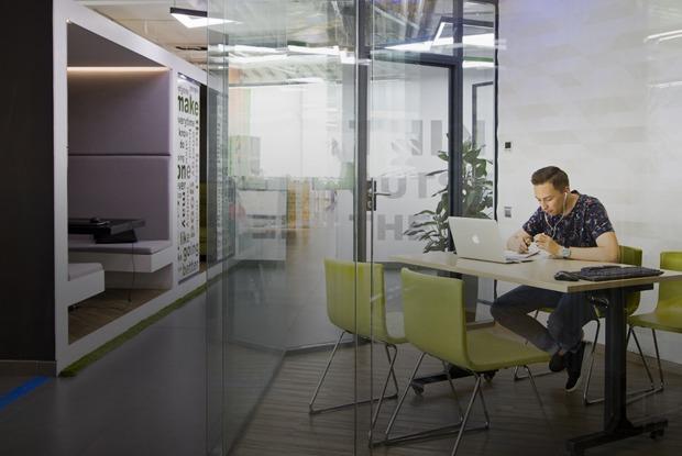 Как устроен пятиэтажный офис рекламной группы Deltaplan в бизнес-центре Clever Park