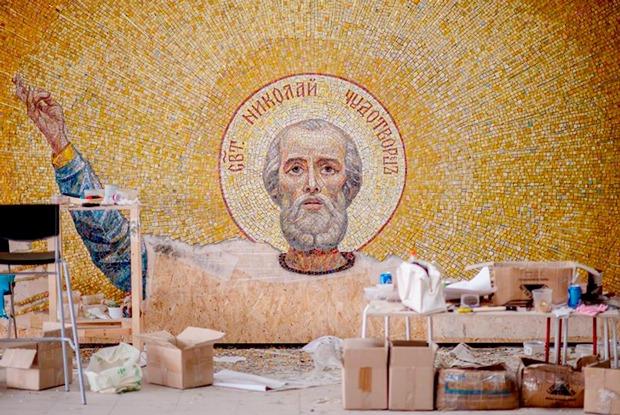 «Танки в церкви — это новаторство»: Кто выкладывал мозаики храма Вооруженных сил