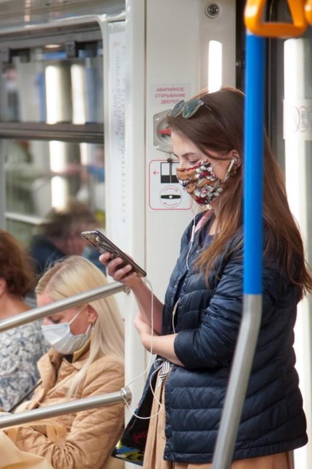 Власти усилят контроль запассажирами московского транспорта. Все должны быть в масках и перчатках