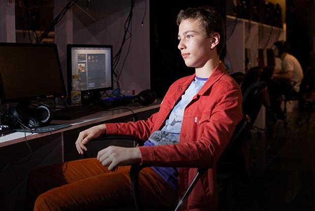 Игра напублику: Кто посещает компьютерные клубы