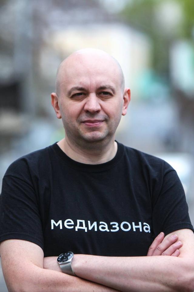 Главреду «Медиазоны» Сергею Смирнову отменили штраф запикет вподдержку Ильи Азара