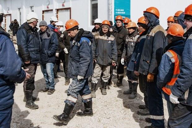 «Нам здесь лежать»: Как строят гигантскую коронавирусную больницу в Новой Москве