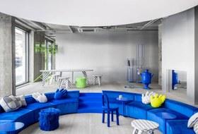 Ультимативный синий: Кафе, магазин истудия Crosby Studios