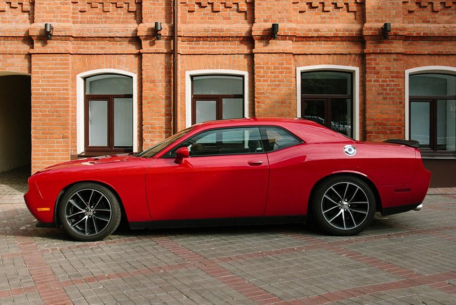 «Жизнь слишком коротка для скучных тачек»: Dodge Challenger, как в«Форсаже»