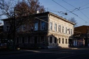Я живу в доме с роскошной парадной на Ильинке