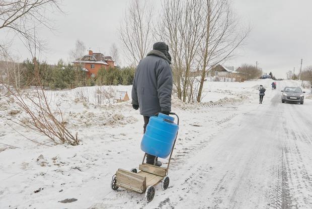 «Прожили 400 лет безводы— значит, еще проживем»: Жители деревни Пыхтино— оботделении отМосквы