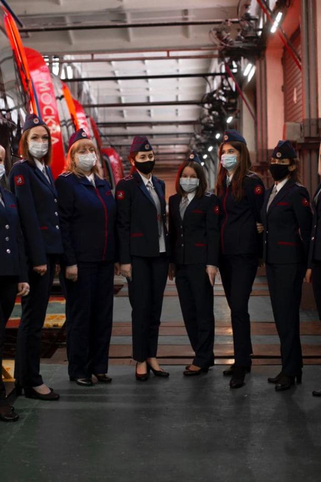 В московском метро наработу вышли первые женщины-машинисты