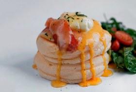 Новая русская кухня, японские панкейки изакрытие «Brasserie Мост»