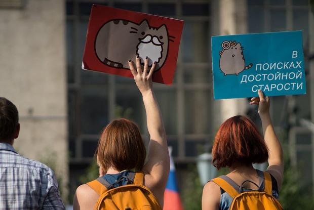 «Пути нет»: Требования и переживания москвичей вплакатах акции против пенсионной реформы