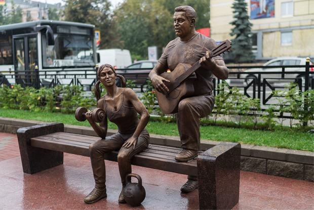 «Какая разница — Ленин или Расторгуев?»: Люберчане опамятнике группе «Любэ»
