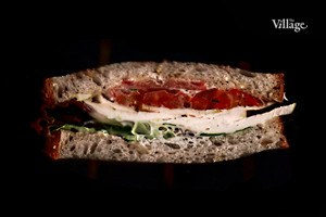 Составные части: Сэндвич с курицей и печёным перцем из Cafe Brocard