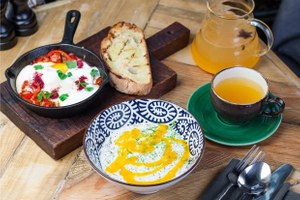 Тайский или турецкий: Четыре рецепта летних завтраков от шефа «Гастролей»