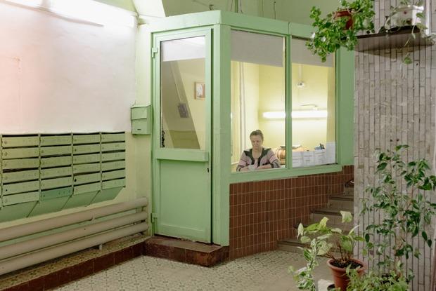 Как устроена галерея «Чрезвычайная коммуникация» вподъезде «дома наножках» на«ВДНХ»