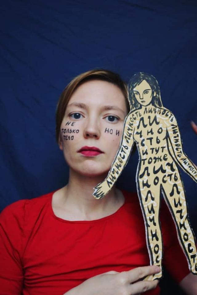 Художница Дарья Апахончич будет судиться сМинюстом из-за своего статуса иноагента. Это первый подобный иск вРоссии